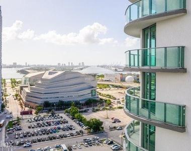 1601 Northeast Miami Place - Photo Thumbnail 12