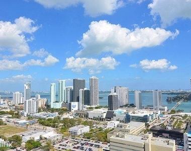 1601 Northeast Miami Place - Photo Thumbnail 11