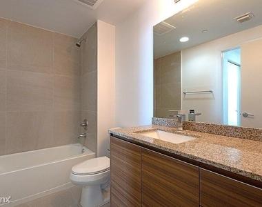 1601 Northeast Miami Place - Photo Thumbnail 10