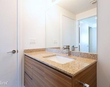 1601 Northeast Miami Place - Photo Thumbnail 8