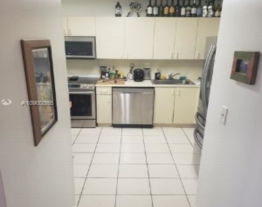 3588 Collins Ave - Photo Thumbnail 6