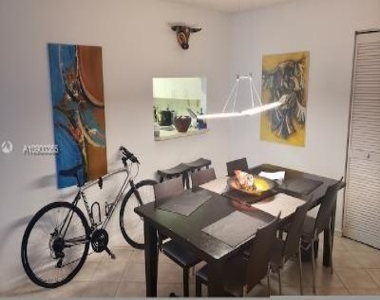 3588 Collins Ave - Photo Thumbnail 4