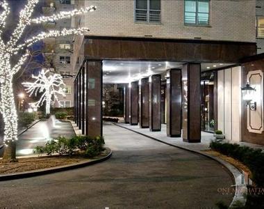 East 77th Street - Photo Thumbnail 4