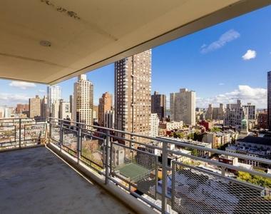 East 86th Street - Photo Thumbnail 2
