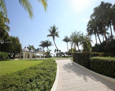 5151 Collins Ave - Photo Thumbnail 11