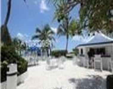 5151 Collins Ave - Photo Thumbnail 18