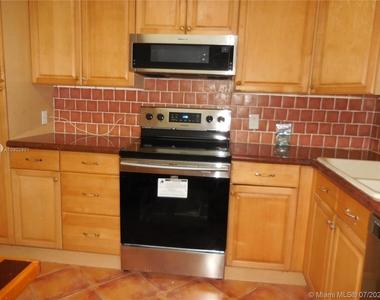 5151 Collins Ave - Photo Thumbnail 5