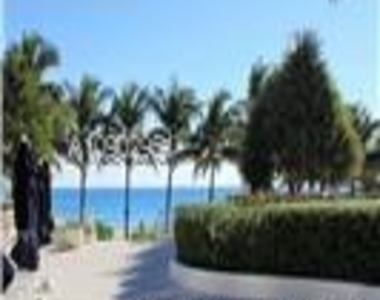 5151 Collins Ave - Photo Thumbnail 16