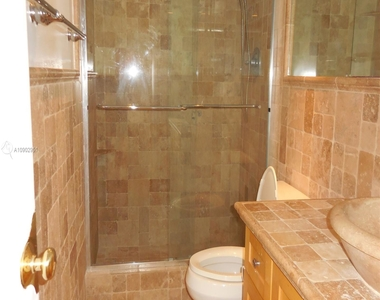 5151 Collins Ave - Photo Thumbnail 9
