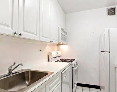 230 West 55th Street - Photo Thumbnail 2