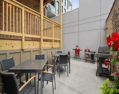 544 West Wellington Avenue - Photo Thumbnail 9