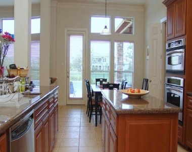 3415 Louvre Lane - Photo Thumbnail 6