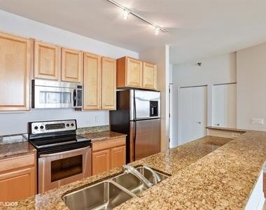 1322 South Prairie Avenue - Photo Thumbnail 4