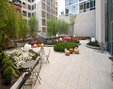 505 West 37th Street - Photo Thumbnail 11