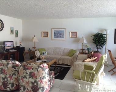 6061 Collins Ave - Photo Thumbnail 2