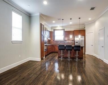 3200 Ross Avenue - Photo Thumbnail 3