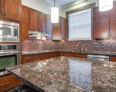 3200 Ross Avenue - Photo Thumbnail 8