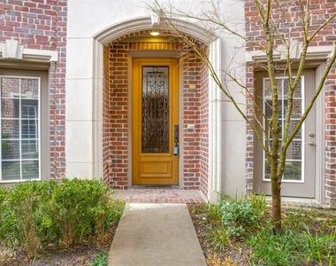 3200 Ross Avenue - Photo Thumbnail 0