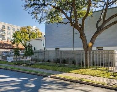 2902 Douglas Avenue - Photo Thumbnail 22