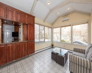 908 Eileen Terrace - Photo Thumbnail 6