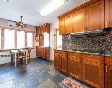 908 Eileen Terrace - Photo Thumbnail 8