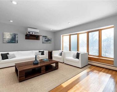 908 Eileen Terrace - Photo Thumbnail 2