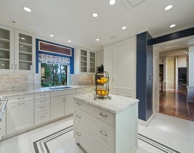 1500 North Astor Street - Photo Thumbnail 12
