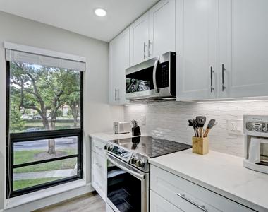 206 Brackenwood Terrace - Photo Thumbnail 10