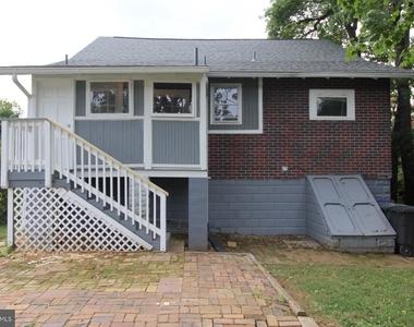 723 S Barton Street - Photo Thumbnail 28