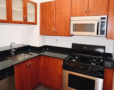 E 88th St & York Ave - Photo Thumbnail 2