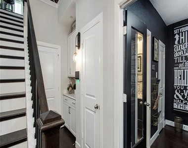 1352 Fitts Place - Photo Thumbnail 9