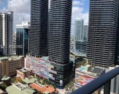 1010 Brickell Ave - Photo Thumbnail 1