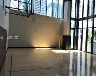 1010 Brickell Ave - Photo Thumbnail 4