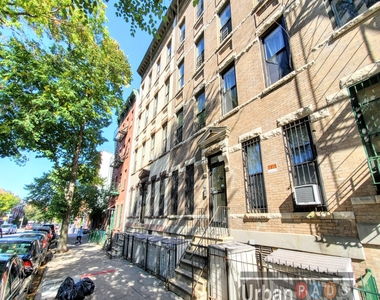79 Underhill Avenue - Photo Thumbnail 11