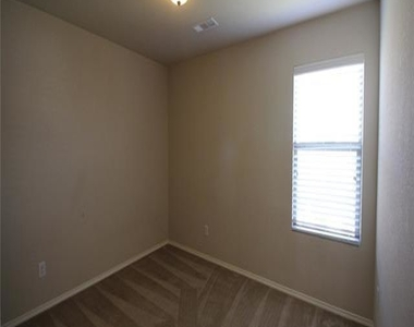 617 Twin Knoll Drive - Photo Thumbnail 10