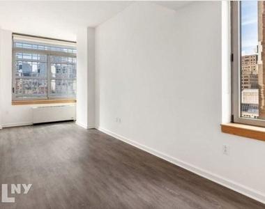 West 33rd Street - Photo Thumbnail 3