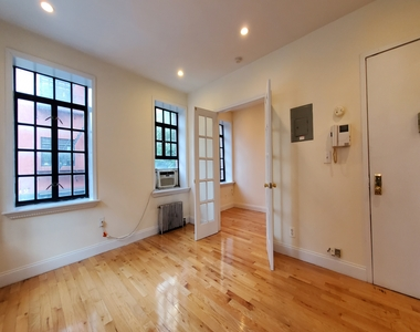 233 West 4th Street - Photo Thumbnail 2