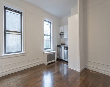 444 West 35th Street - Photo Thumbnail 1
