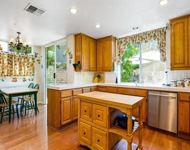7003 Kentwood Ave - Photo Thumbnail 6