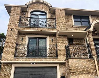 816 Ibsen Street - Photo Thumbnail 3