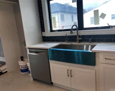 816 Ibsen Street - Photo Thumbnail 8