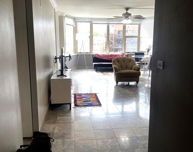 525 West Hawthorne Place - Photo Thumbnail 7