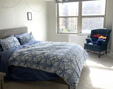 525 West Hawthorne Place - Photo Thumbnail 9