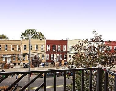 99 Kingsland Avenue - Photo Thumbnail 4