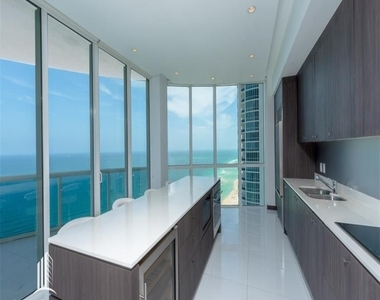 15901 Collins Ave - Photo Thumbnail 3