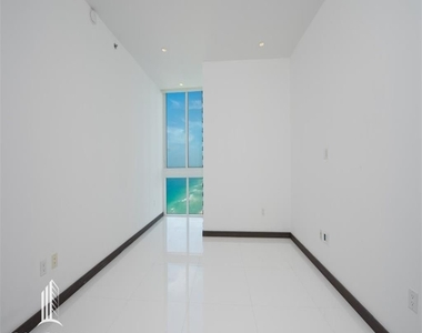 15901 Collins Ave - Photo Thumbnail 6