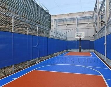 Wall St. - Photo Thumbnail 5