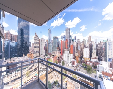 West 37th Street - Photo Thumbnail 7
