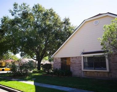 2431 Barrington Place Drive - Photo Thumbnail 22