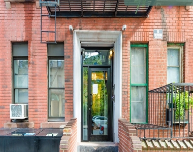 441 West 48th Street - Photo Thumbnail 6